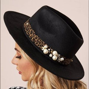 Cute leopard and pearls 80's Debbie Gibson hat 🦋